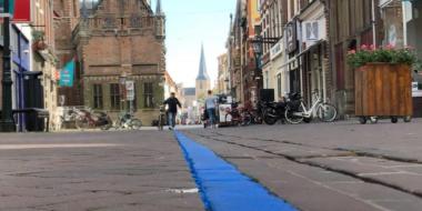 Nu hebben we sinds kort een helblauwe lijn dwars door de stad lopen…
